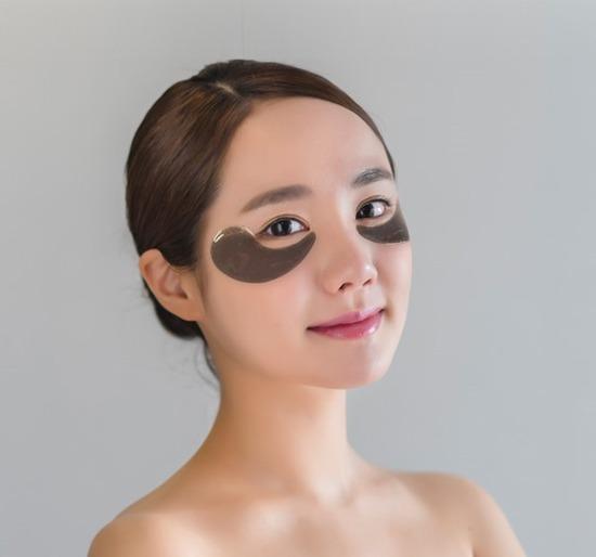 Гидрогелевые патчи для кожи вокруг глаз с черным жемчугом и пептидами Black Pearl Peptide Patch The Skin House (фото, вид 2)