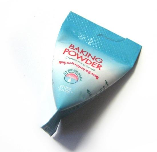 Скраб в пирамидках для очищения кожи лица с содой Baking Powder Crunch Pore Scrub Etude House (фото, вид 2)