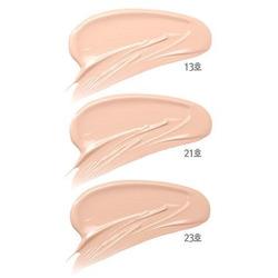 Тональная основа для сияния кожи с коллагеном 3 в 1 Collagen Whitening Moisture Foundation Enough. Вид 2